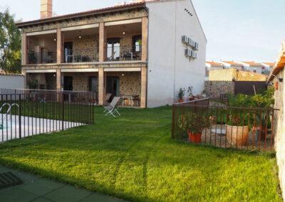 Apartamentos Rurales trasera dia 2 600x400 1